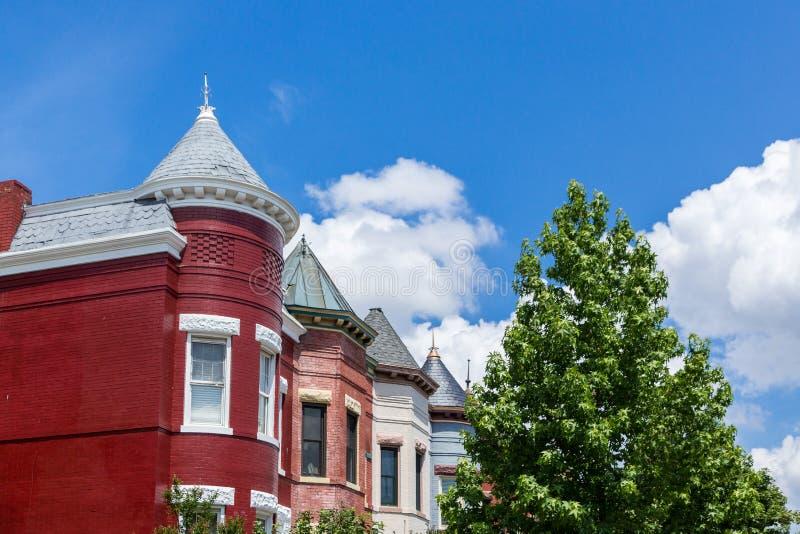 Maisons de rangée dans le Washington DC un jour parfait d'été images stock