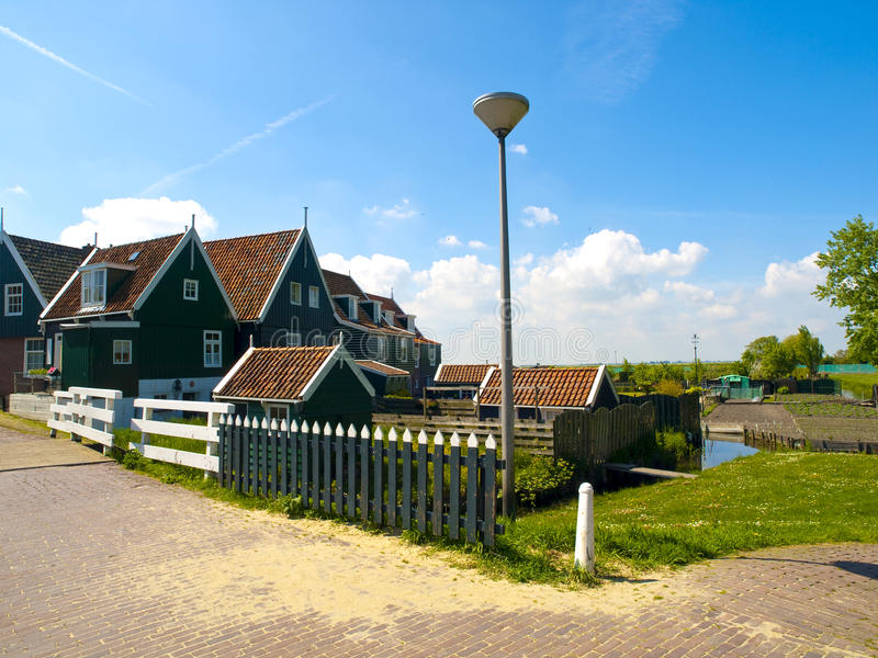 Maisons de Scenics dans Marken, Hollandes photographie stock libre de droits
