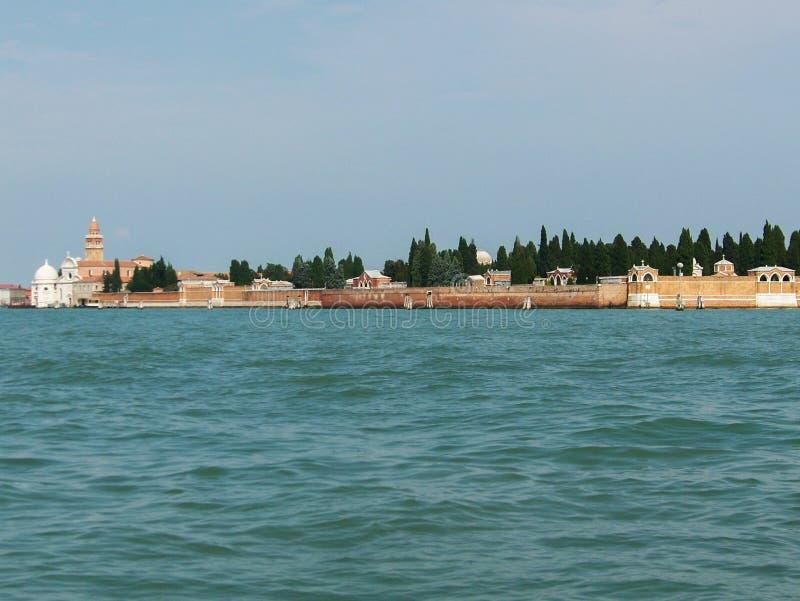 Maisons de vacances d'été de bateau de gondole de canaux de l'eau de Venise image stock