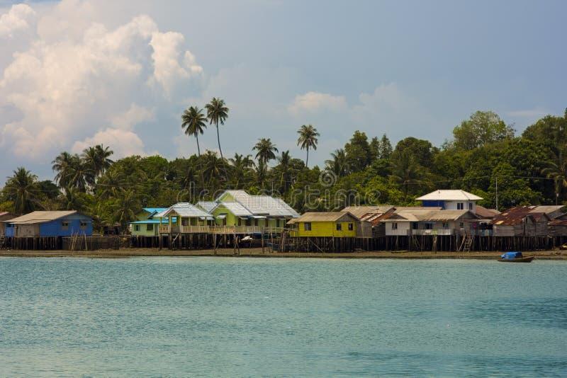 Maisons en bois, île de Penyengat, Indonésie photographie stock