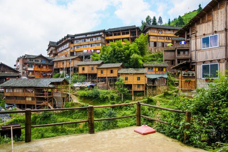 maisons en bois de village de chinois traditionnel photo stock image du maison serein 35392176. Black Bedroom Furniture Sets. Home Design Ideas