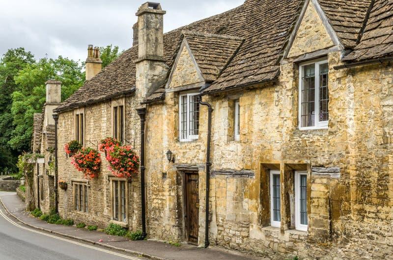 Maisons en pierre dans le village de Combe de château, WILTSHIRE, Angleterre photographie stock