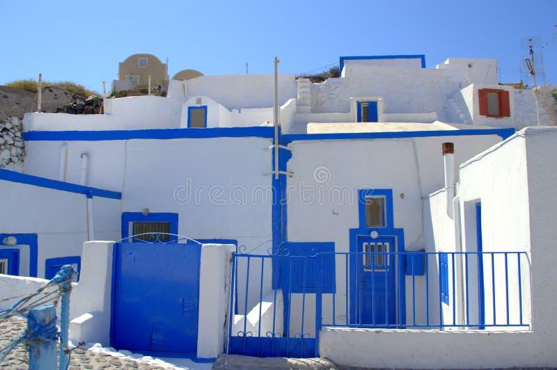Maisons enchanteresses de caverne, île de Thirassia, Grèce photos libres de droits