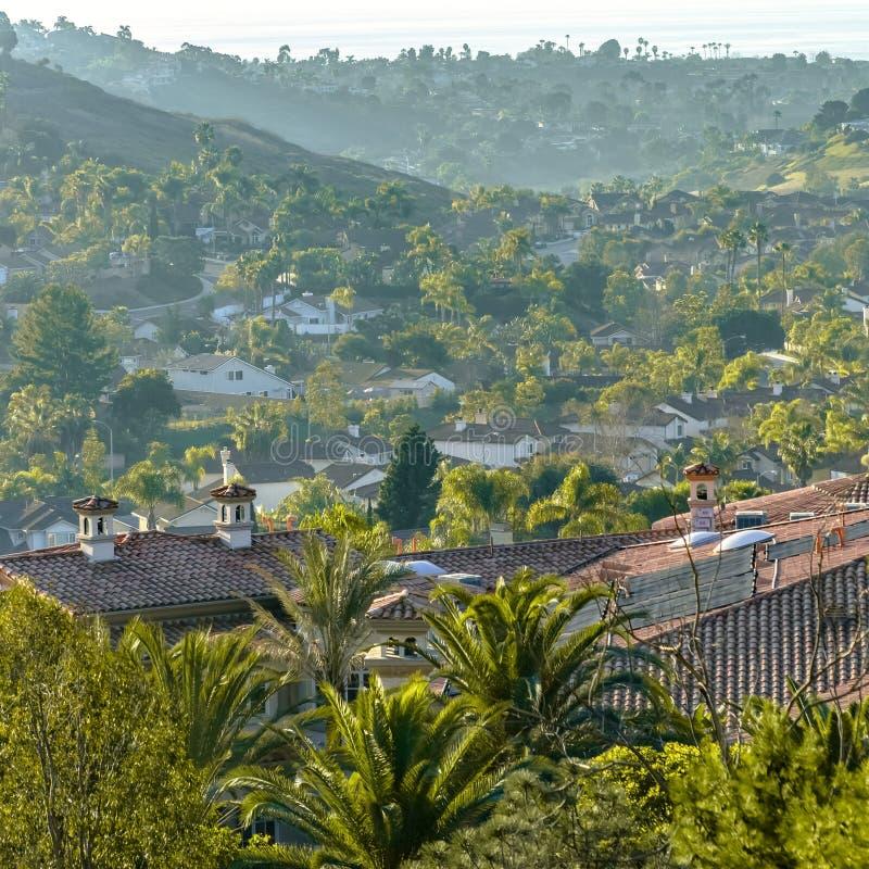 Maisons et routes de courber sur une colline à San Clemente photo libre de droits