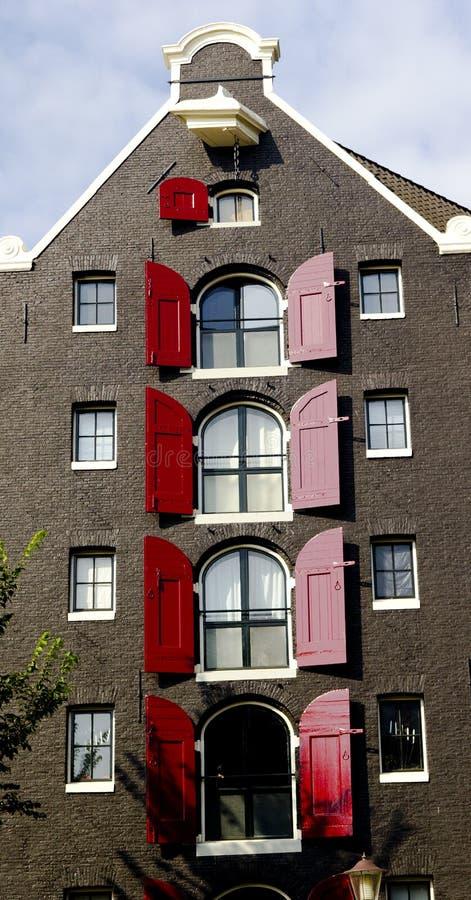 Maisons et Windows néerlandais (de la Hollande) images stock