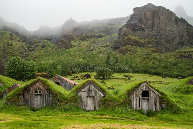 Maisons islandaises en bois typiques photo stock