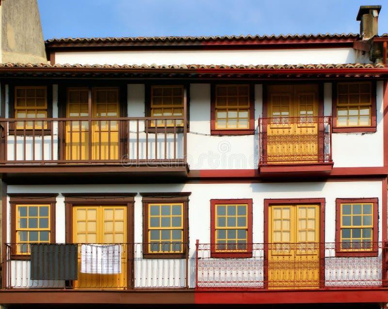 Maisons médiévales au centre historique de Guimaraes image libre de droits