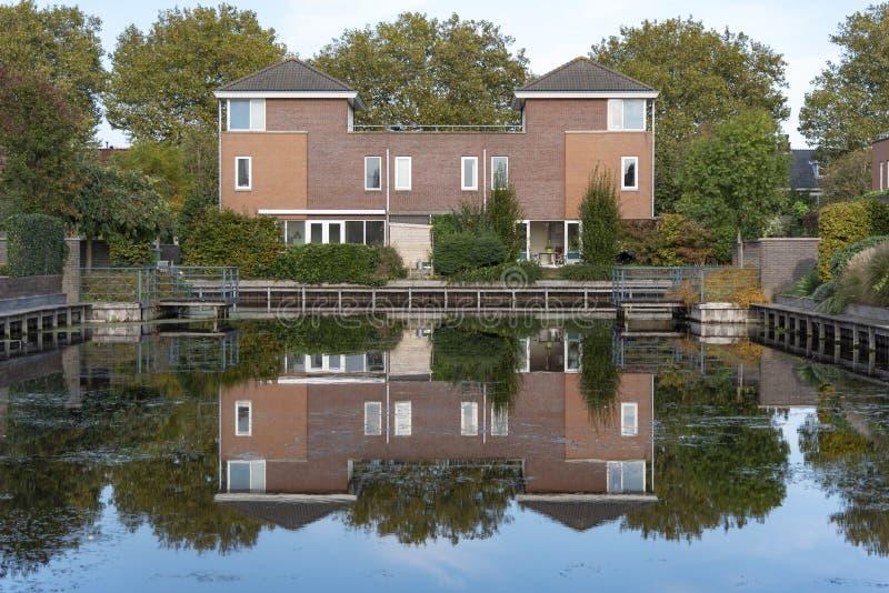 Maisons modernes isolées néerlandaises photo stock