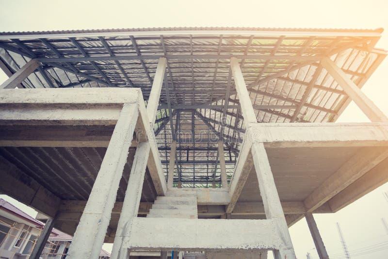 Maisons nouvellement établies dans un domaine résidentiel en Thaïlande image stock