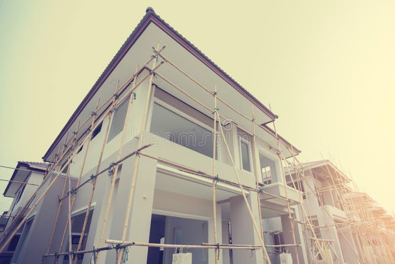 Maisons nouvellement établies dans un domaine résidentiel en Thaïlande photographie stock libre de droits