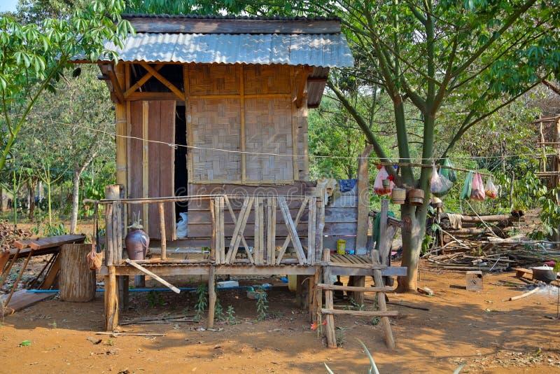 maisons pauvres de village de lao dans la vie rurale, Laos image libre de droits
