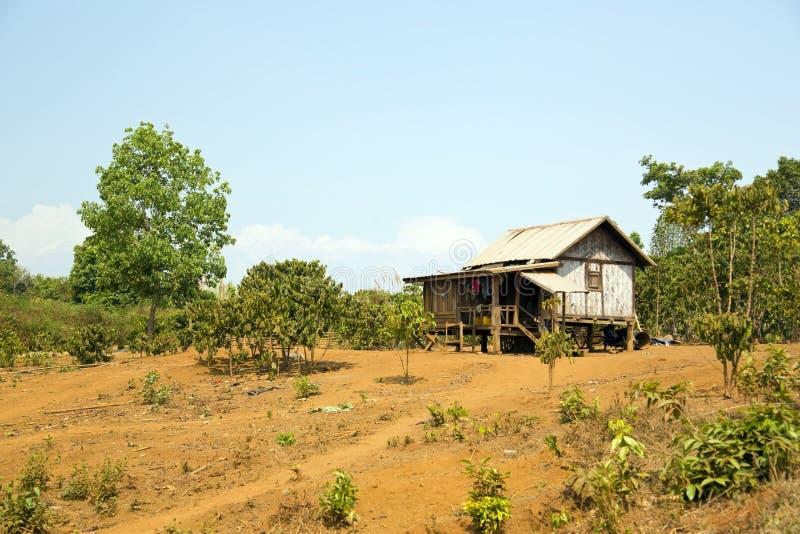 maisons pauvres de village de lao dans la vie rurale, Laos images libres de droits