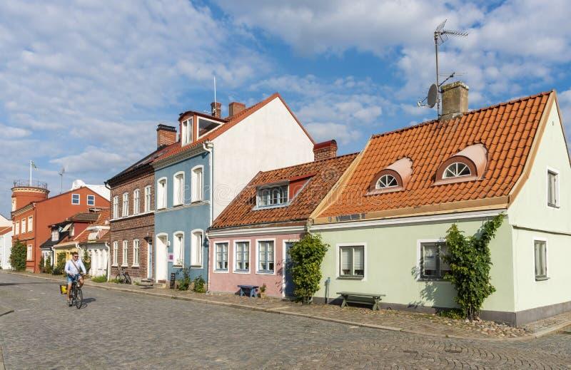 Maisons résidentielles colorées Ystad Suède de Pictoresque photos stock