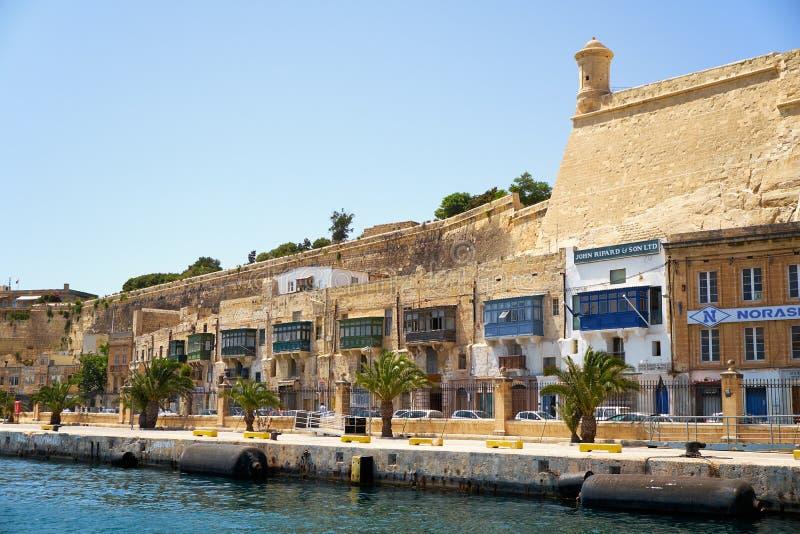 Maisons résidentielles sur le bord de mer du port grand valle photo libre de droits