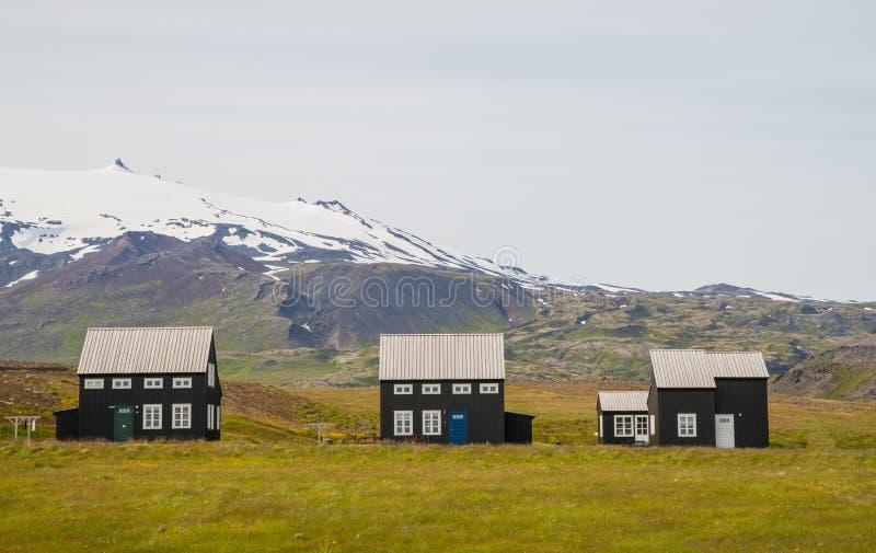 Maisons scandinaves en bois typiques images stock