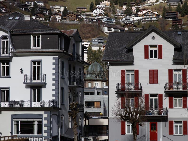 Maisons suisses mignonnes images libres de droits