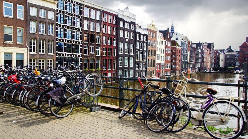 Maisons traditionnelles d'Amsterdam, Hollande. photographie stock libre de droits