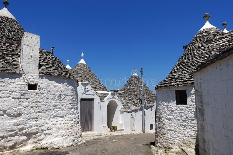 Maisons traditionnelles de trulli dans Alberobello, Puglia images libres de droits