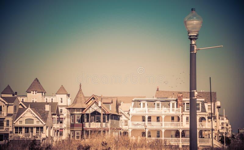 Maisons victoriennes historiques dans le verger d'océan, NJ, un jour ensoleillé d'hiver images libres de droits