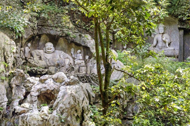 Maitreya en discipelen die in Feilai Feng Caves snijden royalty-vrije stock fotografie