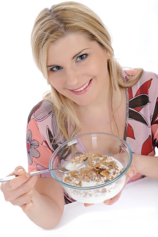 mają ładnej muesli kobiety śniadaniowi zboża obraz royalty free