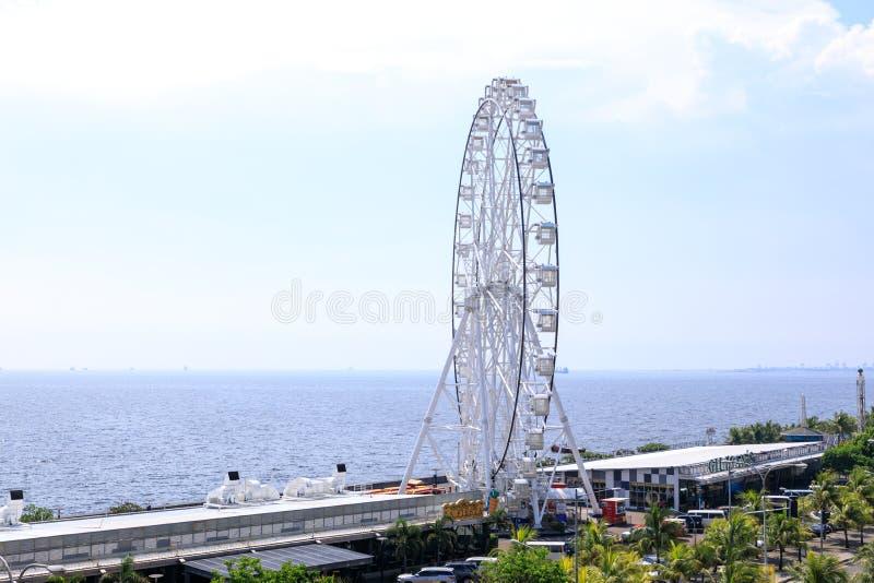 Maj 31, 2017 Ferris koło przy centrum handlowym Azja w Manila Ferris obraz royalty free