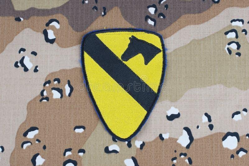 Maj 12, 2018 Lapp för uppdelning för kavalleri för USA-ARMÉ 1st på enhetlig bakgrund för ökenkamouflage royaltyfri bild