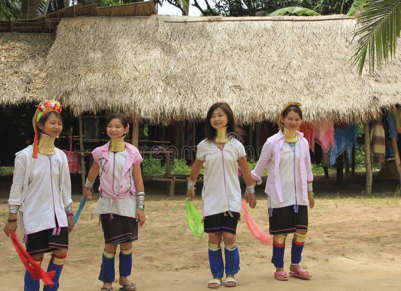 Maj 11, 2011, Pattaya, Tajlandia Padaung tradycj thnic kobiety fotografia stock