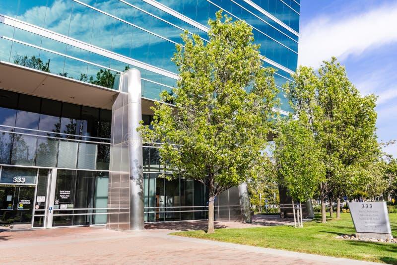 Maj 5, 2019 San Jose, CA, usa/- służby socjalne agencja dla Santa Clara okręgu administracyjnego znaka lokalizować przed ich biur obrazy royalty free