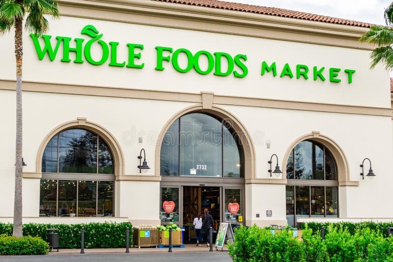Maj 15, 2019 Santa Clara, CA, usa/- Whole Foods supermarket lokalizować przy Santa Clara kwadrata rynkiem; południowy San Francis obraz royalty free