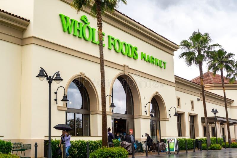 Maj 19, 2019 Santa Clara, CA, usa/- Whole Foods supermarket lokalizować przy Santa Clara kwadrata rynkiem; południowy San Francis zdjęcie stock
