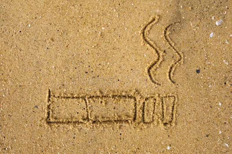 Maj 31st värld ingen tobakdag Inget - röka dagmedvetenhet Tecken som dras på sand på stranden royaltyfri foto