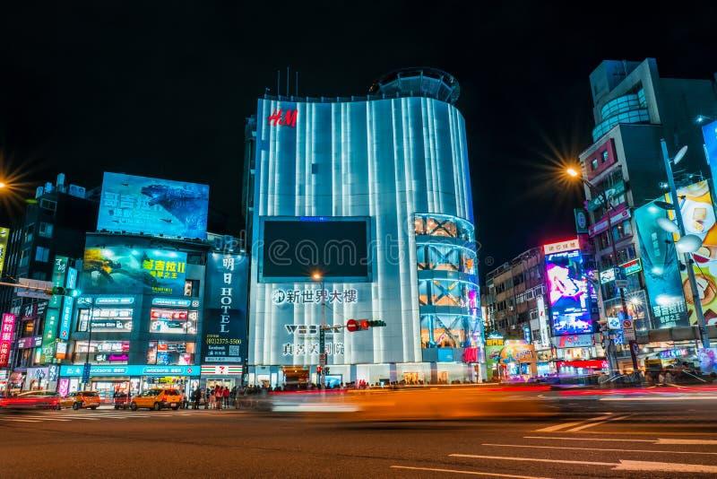 Maj 5, 2019 Taipei, Taiwan: Nattljus av Ximending som shoppar gatan Ximen, Taipei Taiwan fotografering för bildbyråer