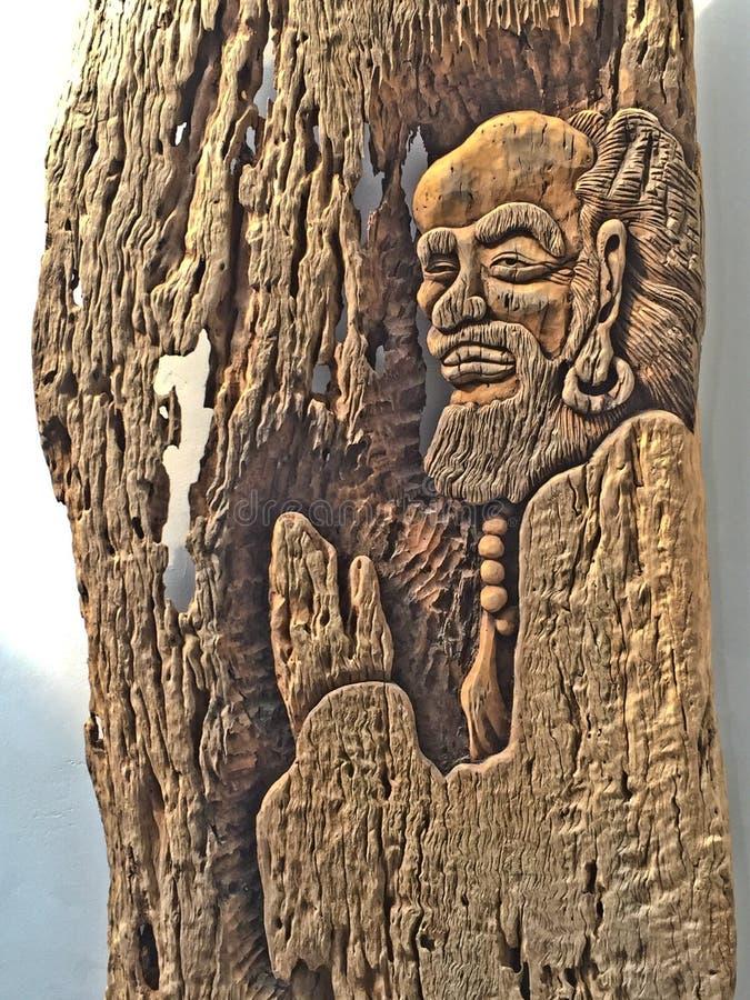 01 Maj 2018, ZIYUN PARKERAR DEN KULTURELLA och IDÉRIKA EXPON för QINGNIAO, den KUNMING STADEN, YUNNAN, KINA Gammal wood sculture fotografering för bildbyråer