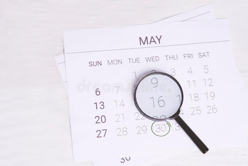 Maja kalendarz z Powiększać - szkło fotografia royalty free
