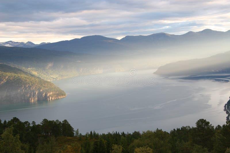 Majectic Morgen auf Fjord lizenzfreies stockbild