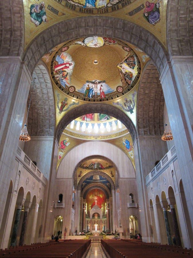 Majestätische Basilika des Nationalheiligtums des Innenraums der Unbefleckten Empfängnis lizenzfreie stockbilder