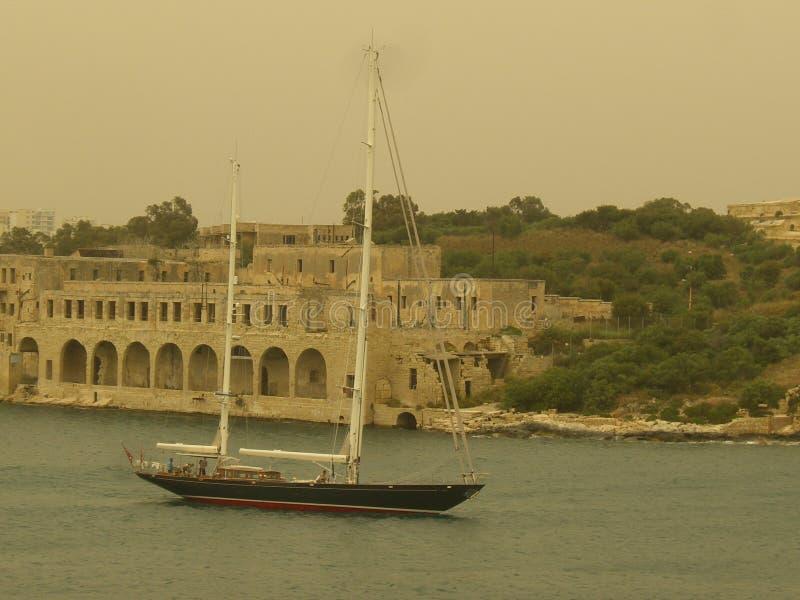 Majestätisches Segelboot in Valletta, Malta lizenzfreies stockfoto