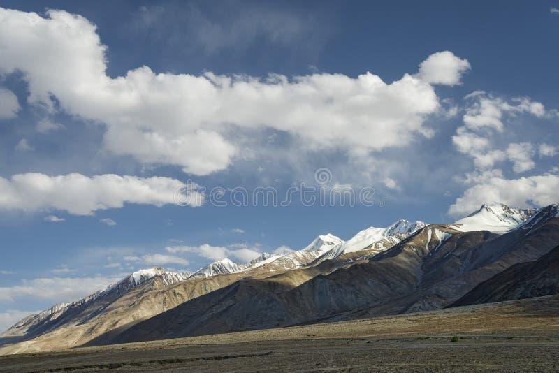 Majestätisk bergskedjasikt arkivbild