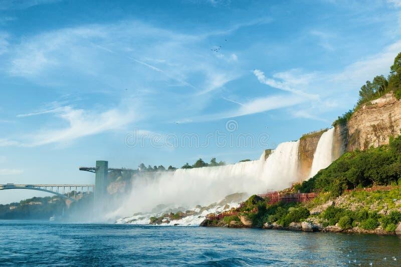 Majestätisk sikt på Niagaraet Falls royaltyfri bild