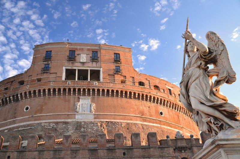 Majestätisk slott av den Sanka ängeln över den Tiber floden i Rome, Italien fotografering för bildbyråer