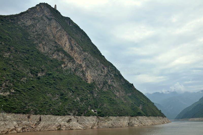 Majestätiska Three Gorges och Yangtze River i det Hubei landskapet i Kina royaltyfria foton