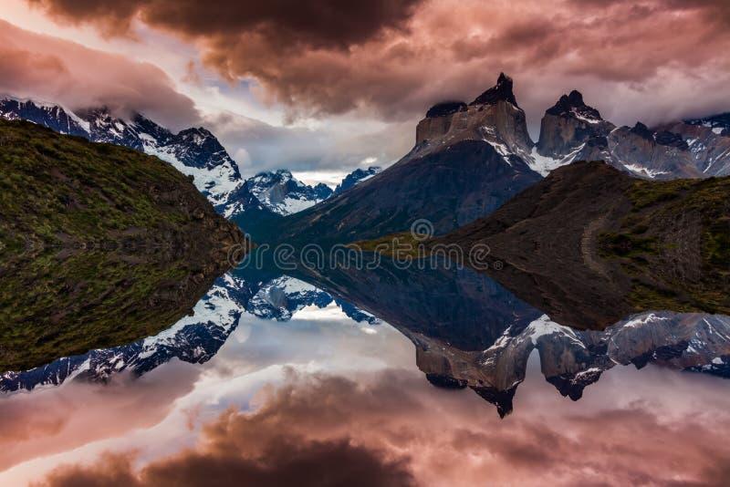 Majestätiskt berglandskap i nationalparken Torres del Paine, Chile royaltyfri fotografi