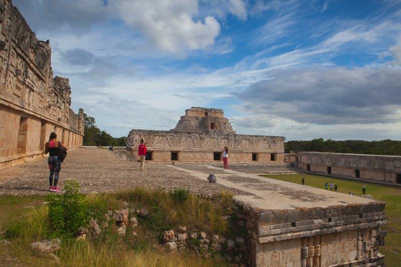Majestätiskt fördärvar Mayastaden i Uxmal, Mexico royaltyfri bild