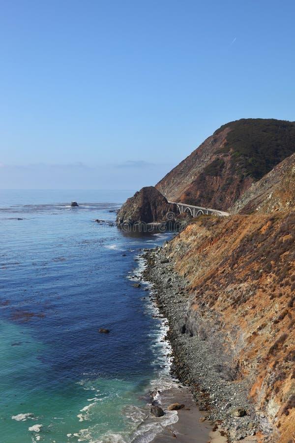majestatyczna bridżowa nabrzeżna autostrada fotografia royalty free