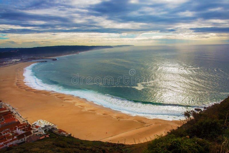Majestatyczna plaża w Nazare, Portugalia obraz royalty free