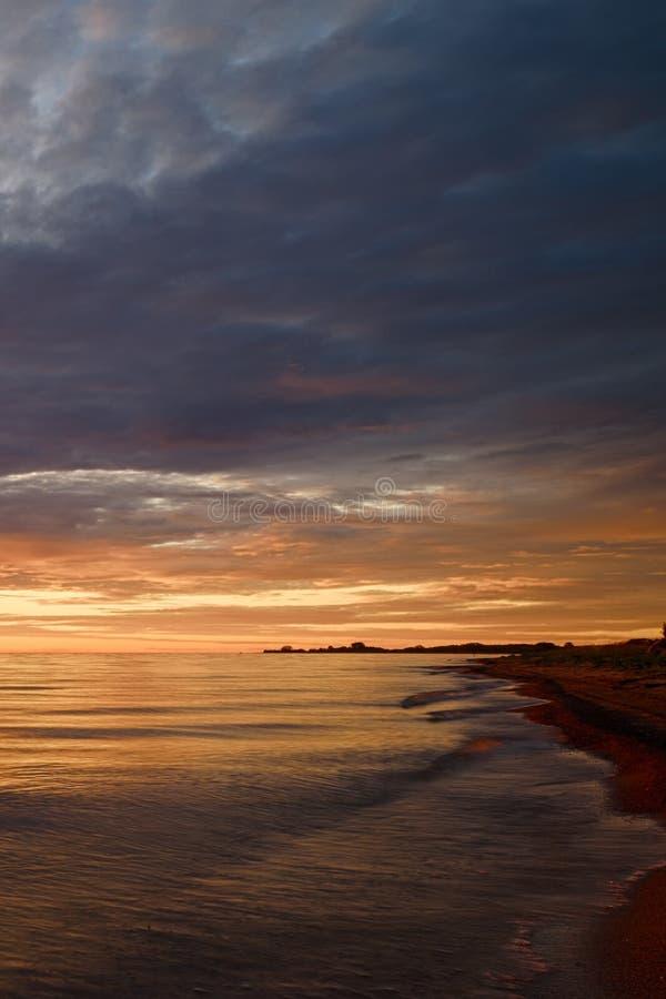 Majestatyczny lato zmierzch nad Chudskoy jeziorem zdjęcie royalty free