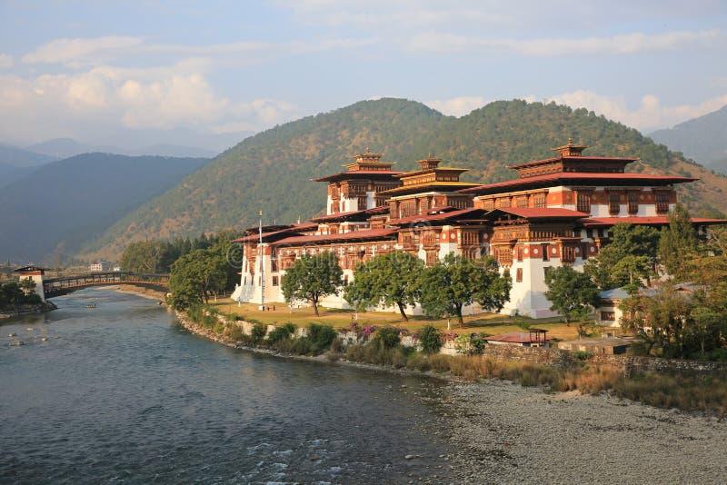 Download Majestatyczny Punakha Dzong, Bhutan Zdjęcie Stock - Obraz złożonej z turystyka, rzeka: 106905560