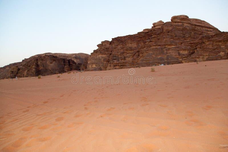 Majestueuze bergwoestijn van Wadi Rum in Jordanië royalty-vrije stock afbeelding