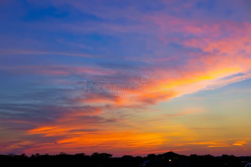 Majestueuze hemel bij zonsondergang stock fotografie